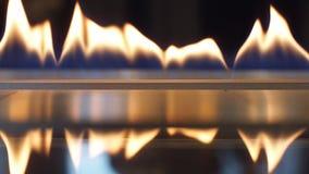 一家豪华旅馆的灼烧的壁炉 股票视频