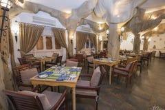 一家豪华旅馆餐馆的内部 免版税图库摄影