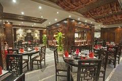 一家豪华旅馆餐馆的内部 免版税库存照片