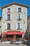 一家餐馆的图象一条街道的在Largentiere的中心 免版税库存照片
