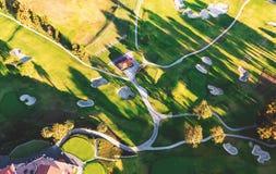 一家高尔夫球场乡村俱乐部的鸟瞰图在LA的 库存图片