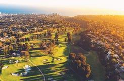 一家高尔夫球场乡村俱乐部的鸟瞰图在LA的 库存照片