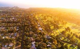 一家高尔夫球场乡村俱乐部的鸟瞰图在LA的 免版税库存图片