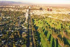 一家高尔夫球场乡村俱乐部的鸟瞰图在LA的 免版税库存照片