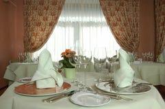 一家rustican餐馆的表 免版税图库摄影