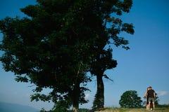 一对夫妇的照片在山的 免版税图库摄影