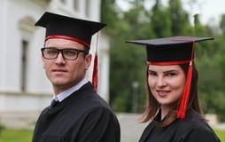 一对夫妇的画象在毕业典礼举行日 库存图片