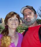 一对已婚夫妇的画象在Sedona 免版税图库摄影