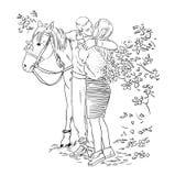 一对年轻夫妇的亲吻在爱剪影样式的在马旁边 库存照片