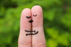 一对愉快的夫妇的手指艺术 拥抱愉快的夫妇亲吻和 库存照片