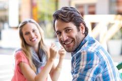一对愉快的夫妇的纵向 免版税图库摄影