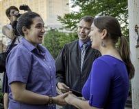 一对最近婚姻女同性恋的夫妇在威斯康辛 库存照片