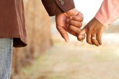 一对非裔美国人的爱恋的夫妇的画象 库存照片