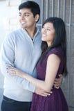 一对年轻愉快的印地安夫妇 库存照片