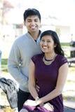 一对年轻愉快的印地安夫妇 免版税库存照片