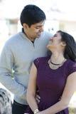 一对年轻愉快的印地安夫妇 库存图片