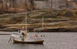 一小渔船在世界的末端在Nøtterøy,挪威 库存照片