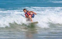 一小西部男孩实践的冲浪 库存图片