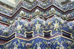 一巨型五颜六色的stupa的基地 免版税库存照片