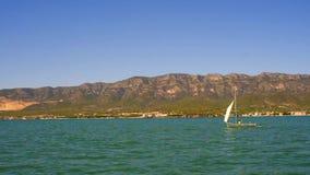 一帆船不移动加泰罗尼亚的埃布罗三角洲地区的海岸 股票录像