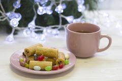 一幅欢乐静物画用茶、coocies和糖果 库存照片