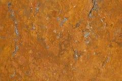 一平石表面生锈由于它包含的铁矿 铁锈样式/纹理与大理石喜欢结构 库存图片