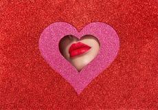 一年轻美女的嘴唇有红色口红的 免版税库存照片