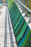 一座五颜六色的具体走道桥梁的透视 库存照片