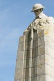 一座加拿大战争纪念碑的垂直的射击 免版税库存照片
