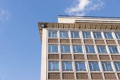 一座匿名普通办公楼的外部 免版税图库摄影