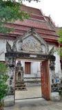 一座古庙的寺庙门 免版税库存照片