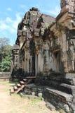 一座古庙的废墟在柬埔寨 免版税库存照片
