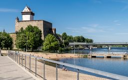 一座古老城堡在一个晴天 免版税库存照片