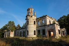 一座古老城堡捷列先科的废墟在Deneshi,乌克兰 19世纪宫殿  免版税库存图片