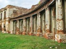 一座古老城堡的废墟 免版税库存照片