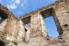 一座古老城堡的废墟 免版税库存图片