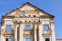 一座古老城堡的废墟 免版税图库摄影