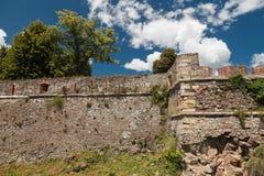 一座古老城堡的被破坏的墙壁 库存图片