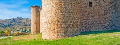 一座城堡的细节在阳光下在蓝天下 库存照片