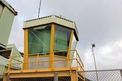 一座塔台在一个加勒比机场 图库摄影