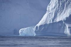 一座大冰山的特写镜头 免版税库存图片