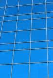 一座大厦的玻璃窗 库存图片