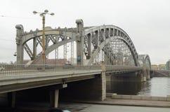 一座大铁桥梁 库存图片