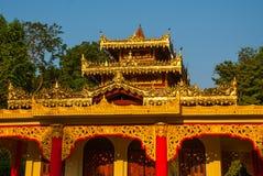 一座小的塔 Hpa-An,缅甸 缅甸 免版税库存图片