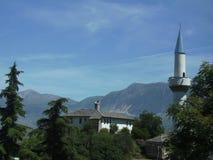 一座尖塔的看法在市Gjirokaster阿尔巴尼亚 免版税库存照片