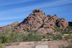 一座山在亚利桑那沙漠 免版税图库摄影