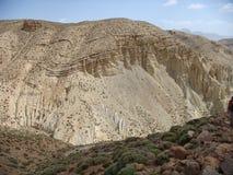 一座山的细节从在中间地图集的一个非常有趣的地质观点在Maroc 库存照片