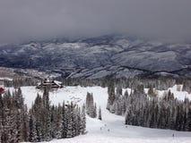 从一座山的顶端一个看法接近Avon科罗拉多 免版税图库摄影