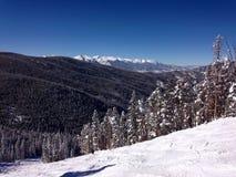 从一座山的顶端一个看法接近Avon科罗拉多 免版税库存照片