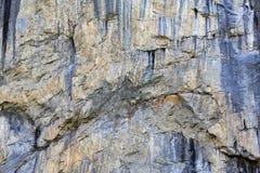 一座岩石巨大的山的表面 免版税库存照片